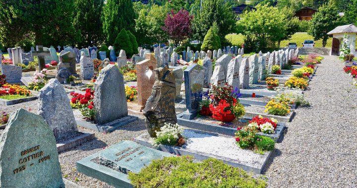 Un cimetière fleuri
